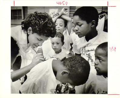 Lynette Woodard Harlem Globetrotters Photographer Stamp on Back Original Press Photo / Wire Photo 8x10
