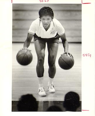 Lynette Woodard Harlem Globetrotters Photographer Stamp on Back Original Press Photo / Wire Photo 8x10