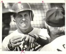 Steve Sax LA Dodgers 1987 Original Press Photo / Wire Photo w/ Photographer Stamp on Back 8x10