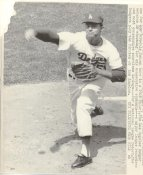 Don Drysdale LA Dodgers 1968 Original Press Photo w/ Sporting News Sticker on Back Slight Creases 8x10