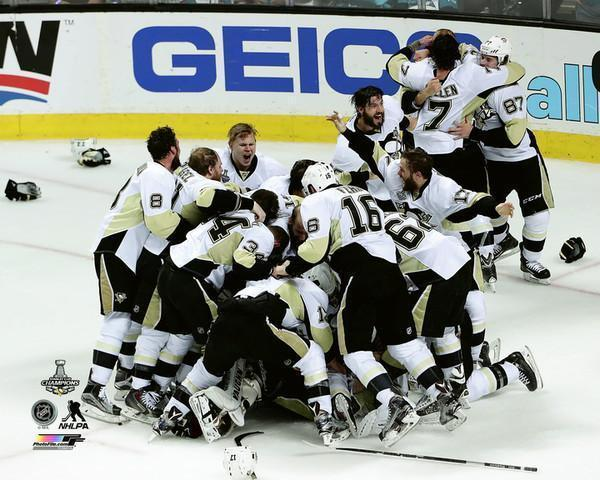 Penguins Celebrate Game 6 2016 Stanley Cup Champs Sidney Crosby, Malkin etc. Pittsburgh Penguins SATIN 8x10 Photo