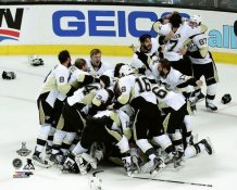 Penguins Celebrate Game 6 2016 Stanley Cup Champs Sidney Crosby, Malkin etc. Pittsburgh Penguins SATIN 8x10 Photo LIMITED STOCK