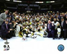 Penguins Team On Ice Celebrate 2017 Stanley Cup Champs Pittsburgh Penguins SATIN 8x10 Photo