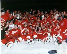 Detroit 1997 Red Wings Celebration On Ice Stanley Cup 8x10 Photo