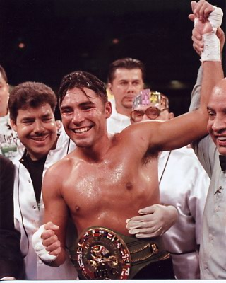 Oscar De La Hoya Boxing 8x10 Photo