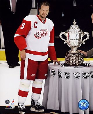 Niklas Lidstrom 2008 Campbell Trophy LIMITED STOCK Red Wings 8x10 Photo