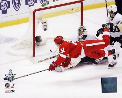 Valtteri Filppula Scores Game 2 2008 Stanley Cup Red Wings 8x10 Photo