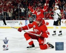 Mikael Samuelsson Scores Game 1 2008 Stanley Cup Red Wings 8x10 Photo