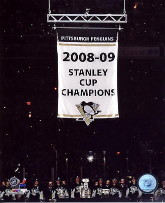 Penguins 2009 Raise Stanley Cup Banner 8x10 Photo