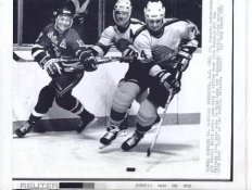 Michel Petit Canucks Original Press Photo Laser Paper Stock Includes Newsclipping w/ Caption on Back Approx. 8.5x11