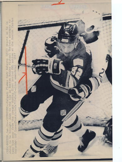 Gary Roberts Flames Original Press Photo Laser Paper Stock Includes Newsclipping w/ Caption on Back Approx. 8.5x11
