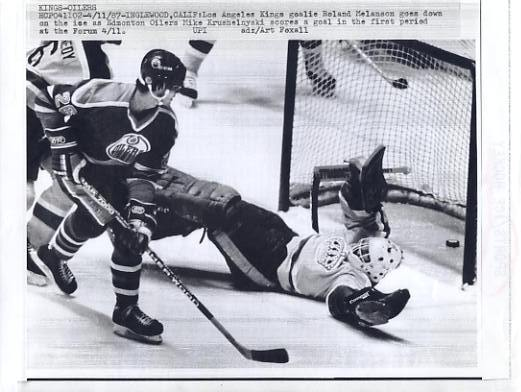 Mike Krushelnyski Oilers Original Press Photo Laser Paper Stock Includes Newsclipping w/ Caption on Back Approx. 8.5x11