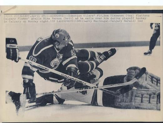 Esa Tikkanen Oilers Goalie Mike Vernon Original Press Photo Laser Paper Stock Includes Newsclipping w/ Caption on Back Approx. 8.5x11