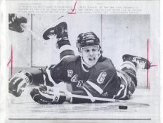 Mark Tinordi Rangers Original Press Photo Laser Paper Stock Includes Newsclipping w/ Caption on Back Approx. 8.5x11