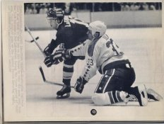 Pat LaFontaine Islanders Original Press Photo Laser Paper Stock Includes Newsclipping w/ Caption on Back Approx. 8.5x11