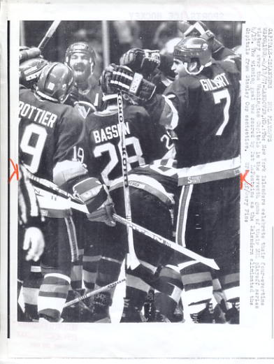 Pat LaFontaine Islanders Celebrate Playoff Win Original Press Photo Laser Paper Stock Includes Newsclipping w/  Caption on Back Approx. 8.5x11