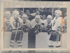 Pat LaFontaine & Bryan Trottier Islanders Original Press Photo Laser Paper Stock Includes Newsclipping w/ Caption on Back Approx. 8.5x11
