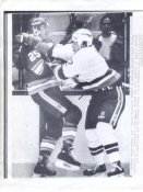 Gord Dineen Islanders Original Press Photo Laser Paper Stock Includes Newsclipping w/ Caption on Back Approx. 8.5x11