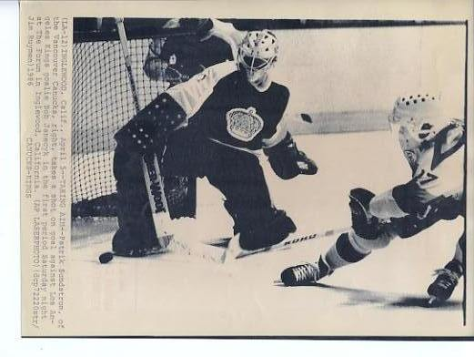 Bob Janecyk Kings Original Press Photo Laser Paper Stock Includes Newsclipping w/ Caption on Back Approx. 8.5x11