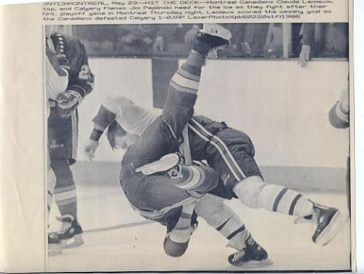 Claude Lemieux Canadiens Original Press Photo Laser Paper Stock Includes Newsclipping w/ Caption on Back Approx. 8.5x11