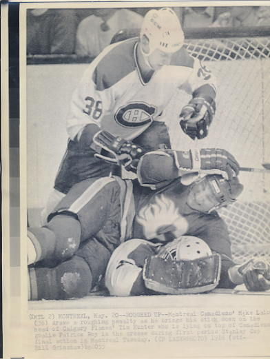 Mike Lalor Canadiens & Tim Hunter Flames Original Press Photo Laser Paper Stock Includes Newsclipping w/ Caption on Back Approx. 8.5x11