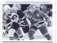 Scott Mellanby Flyers & Don Maloney Rangers Original Press Photo Laser Paper Stock Includes Newsclipping w/ Caption on Back Approx. 8.5x11