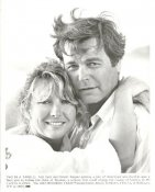 "Teri Garr & Robert Wagner ""Two In A Tangle"" LIMITED STOCK 8X10 Photo"